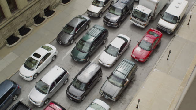 overhead shot from the window of an apartment building of the stalled, stopped and congested traffic on the street below. - langsam stock-videos und b-roll-filmmaterial