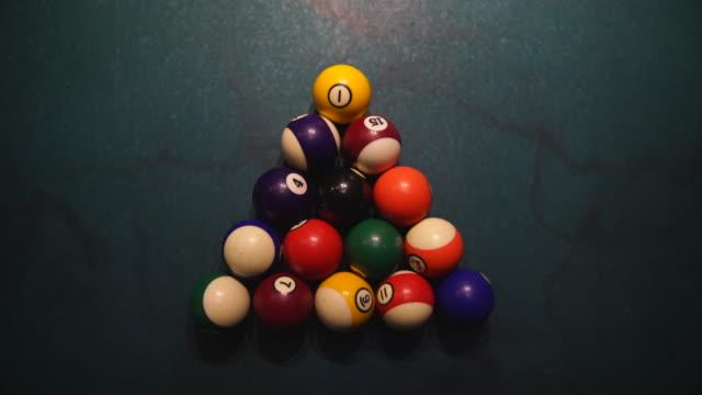 overhead shot of billiard balls being broken - schießerei stock-videos und b-roll-filmmaterial