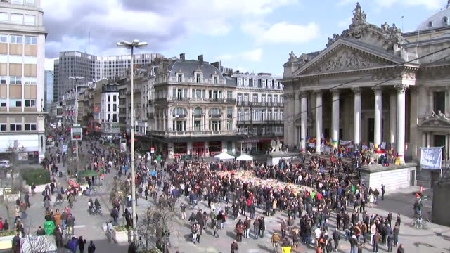 stockvideo's en b-roll-footage met overhead shot of crowds at protest rally outside of place de la bourse related to the terrorism attack at the brussels belgium airport - (war or terrorism or election or government or illness or news event or speech or politics or politician or conflict or military or extreme weather or business or economy) and not usa