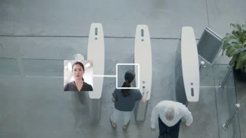 vídeos y material grabado en eventos de stock de overhead shot of security gates identifying people at entrance - equipo de seguridad