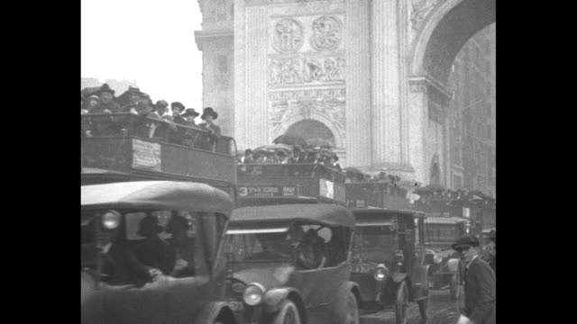 vídeos y material grabado en eventos de stock de overhead shot of streets congested with pedestrians, cars, trucks, crowded buses and streetcars / cars and crowded buses driving past camera /... - 1910 1919