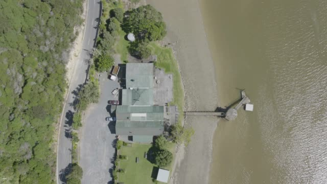 overhead shot of the horeke tavern hotel - 庭点の映像素材/bロール