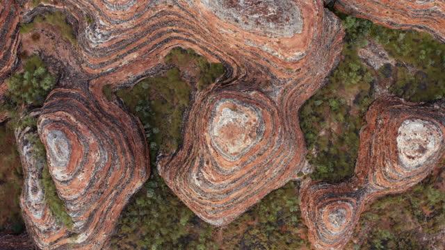 overhead view of abstract rock formations - natural pattern bildbanksvideor och videomaterial från bakom kulisserna