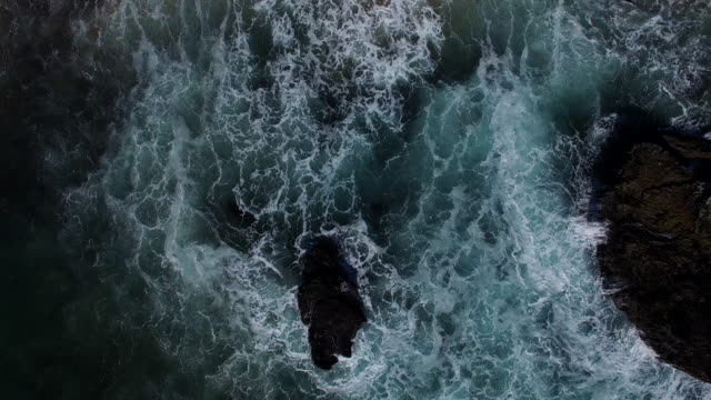 overhead view of cliffs next to the ocean - tide pool stock videos & royalty-free footage