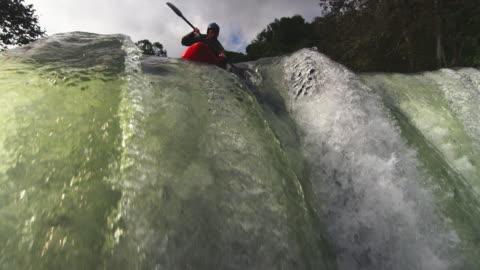 vidéos et rushes de overhead view of kayaker dropping down waterfall - vue en contre plongée verticale