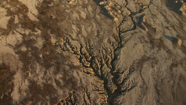 overhead view of the dry well creek arroyos in big bend country, texas. - southwest usa stock videos & royalty-free footage