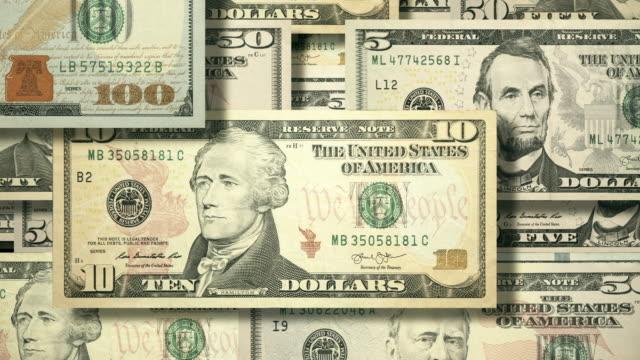 vídeos de stock e filmes b-roll de overhead view of wall of cascading u.s. currency - nota de cinco dólares dos estados unidos