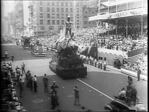 overhead views of parade going down a new york city street / a float celebrating allied nations of the western hemisphere / british sailors marching... - 1942年点の映像素材/bロール