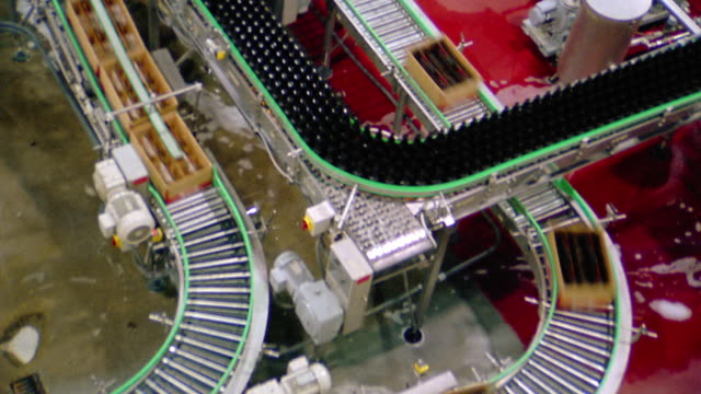 stockvideo's en b-roll-footage met overhead wide shot time lapse bottle and boxes moving on conveyor belts in factory / seattle, washington - lopende band
