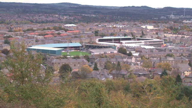 overlooking dundee soccer stadiums from dundee law. dundee is the fourth largest city in scotland with a population of some 130,000. it was once a... - lorraine kelly stock videos & royalty-free footage