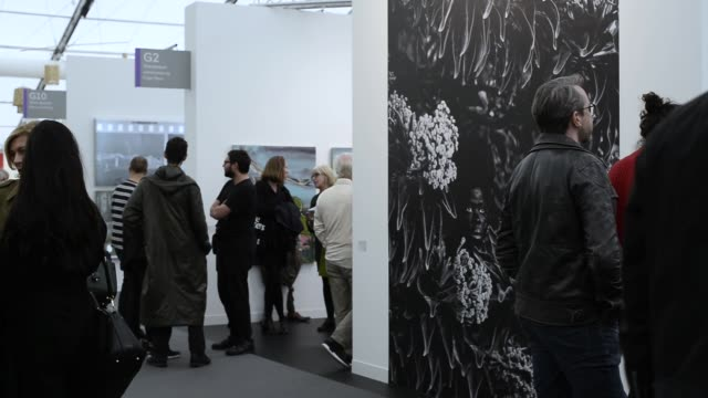 vídeos y material grabado en eventos de stock de overview frieze london frieze london art fair london uk 3rd october 2019 - entabladura