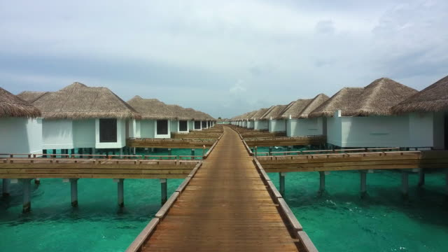 Overwater Bungelows and Walkway / Hithadhoo, Maldives