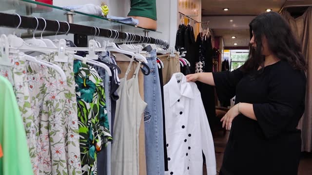 overweight woman shopping for clothes - maternity wear stock videos & royalty-free footage