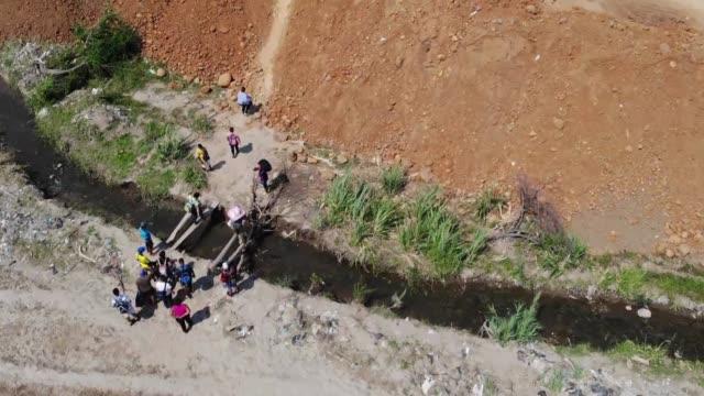 vídeos y material grabado en eventos de stock de overwhelmed by hardship some venezuelans have taken to walking the illegal trails that link venezuela and colombia lugging scrap metal and other... - montaje documental