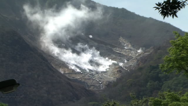owakudani, volcanic valley, kanagawa, japan - vulkanausbruch stock-videos und b-roll-filmmaterial