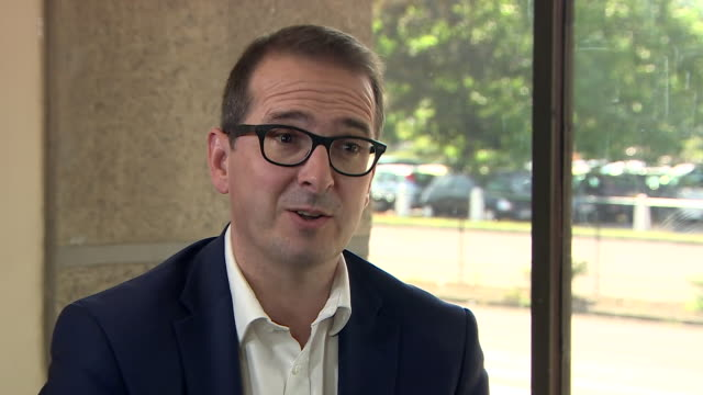 """owen smith dismissing jeremy corbyn's claims that """"the tories are in retreat"""" as """"delusional"""" - 1939 stock-videos und b-roll-filmmaterial"""