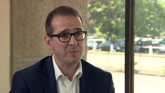 owen smith explaining why he decided to challenge jeremy corbyn for the labour party leadership - 1939 stock-videos und b-roll-filmmaterial