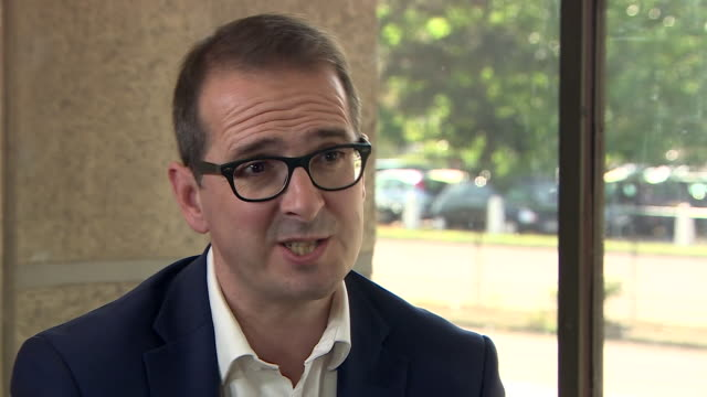 """owen smith saying that labour are well behind the conservatives in the polls and that jeremy corbyn """"should frankly move over"""" - 1939 stock-videos und b-roll-filmmaterial"""