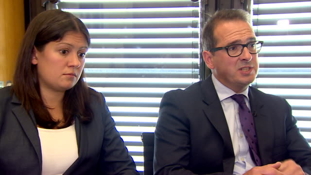 owen smith saying that the collision between those who want jeremy corbyn to step down as leader and those who support him risks breaking the labour... - parlamentsmitglied stock-videos und b-roll-filmmaterial