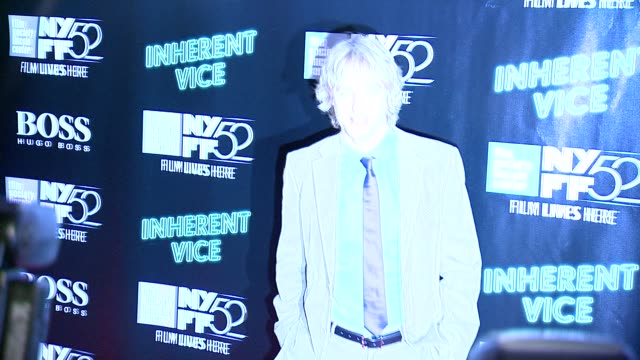 "owen wilson at 52nd new york film festival - ""inherent vice"" centerpiece gala presentation & world premiere at alice tully hall, lincoln center on... - オーウェン・ウィルソン点の映像素材/bロール"