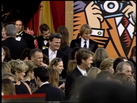 vidéos et rushes de owen wilson at the 2004 academy awards arrivals at the kodak theatre in hollywood, california on february 29, 2004. - 76e cérémonie des oscars