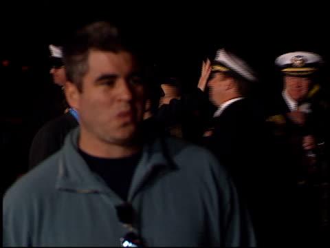 owen wilson at the 'behind enemy lines' premiere at north island nas in coronado, california on november 16, 2001. - オーウェン・ウィルソン点の映像素材/bロール