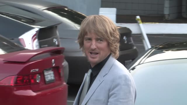 owen wilson at the she's funny that way premiere at harmony gold in west hollywood in celebrity sightings in los angeles, - she's funny that way点の映像素材/bロール