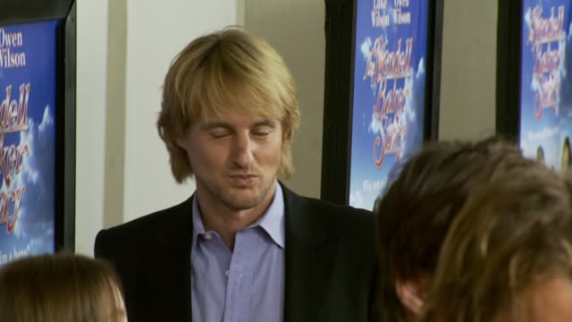owen wilson at the 'the wendell baker story' premiere at writers guild of america in los angeles, california on may 10, 2007. - オーウェン・ウィルソン点の映像素材/bロール