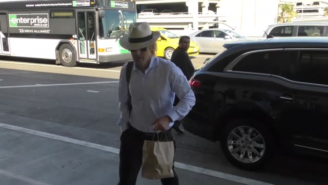 owen wilson catches a flight out of lax airport in los angeles in celebrity sightings in los angeles, - オーウェン・ウィルソン点の映像素材/bロール