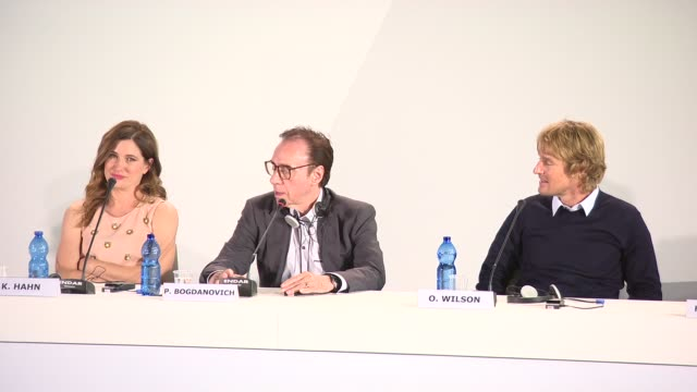 owen wilson, peter bogdanovich on women being crazy at 'she's funny that way' press conference - 71st venice international film festival at venice... - ピーター・ボグダノヴィッチ点の映像素材/bロール