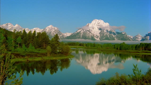 oxbow bend reflects mt. moran in grand teton national park. - mt moran stock videos & royalty-free footage