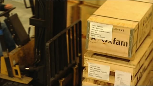 oxfam abuse scandal / president of haiti comments on scandal / future of charity at risk r18011005 oxfam crates being transported with fork lift... - insel hispaniola stock-videos und b-roll-filmmaterial