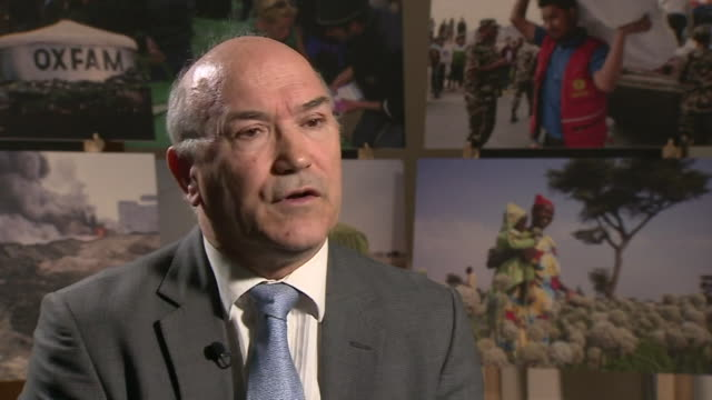 vidéos et rushes de oxfam ceo mark goldring explaining the organisation's failings in dealing with roland van hauwermeiren's sexual misconduct allegations - scandale politique