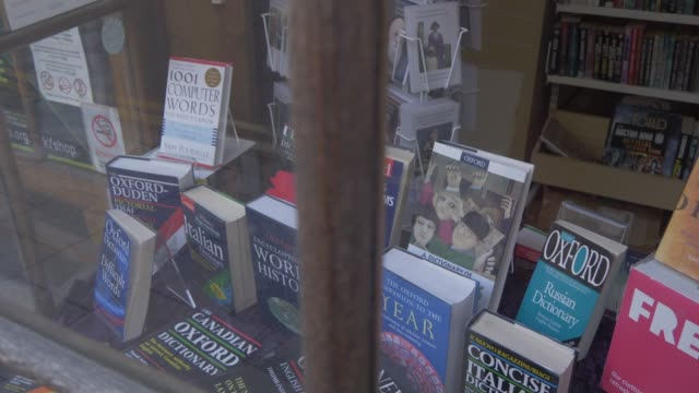 oxford bookshop window, oxford, oxfordshire, england, united kingdom, europe - tradition stock-videos und b-roll-filmmaterial