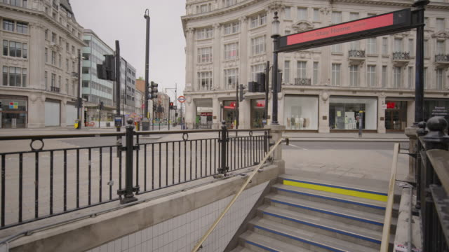 oxford circus - empty london in lockdown during coronavirus pandemic - city stock videos & royalty-free footage