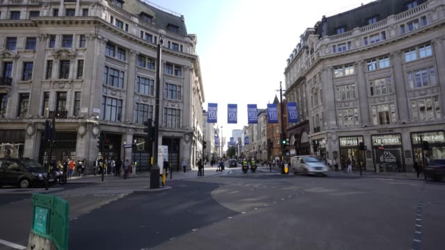 oxford circus in rush hour during covid-19 on september 10, 2020 in london, united kingdom. the office for national statistics reported the uk's gdp... - recessione video stock e b–roll