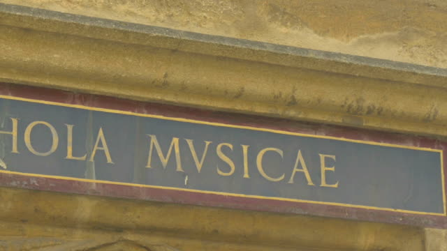 oxford,bodleian library,door sign,zo, - bodleian library stock videos and b-roll footage