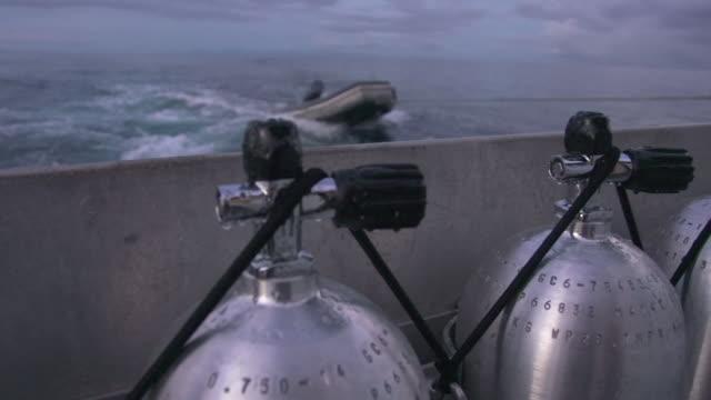 vídeos de stock e filmes b-roll de oxygen tanks used by scuba divers - aqualung diving equipment