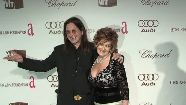 ozzy osbourne and sharon osbourne at the 14th annual elton john aids foundation oscar party co-hosted by audi, chopard and vh1 at the pacific design... - シャロン オズボーン点の映像素材/bロール