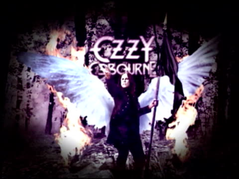 ozzy osbourne at the ozzy osbourne signs a 10foot guitar at the house of blues at hollywood ca - autografare video stock e b–roll