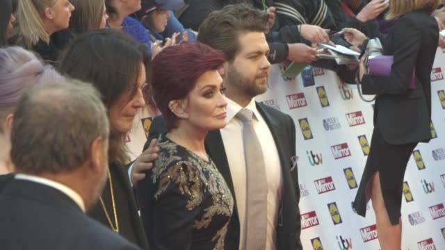vídeos de stock, filmes e b-roll de ozzy osbourne sharon osbourne kelly osbourne jack osbourne at the daily mirror's pride of britain awards at grosvenor house on september 28 2015 in... - kelly osbourne