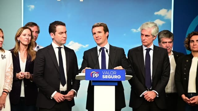 vídeos y material grabado en eventos de stock de pablo casado seen speaking about the result of the polls in the partido popular headquarters of the on april 28 2019 in madrid spain spaniards went... - elección