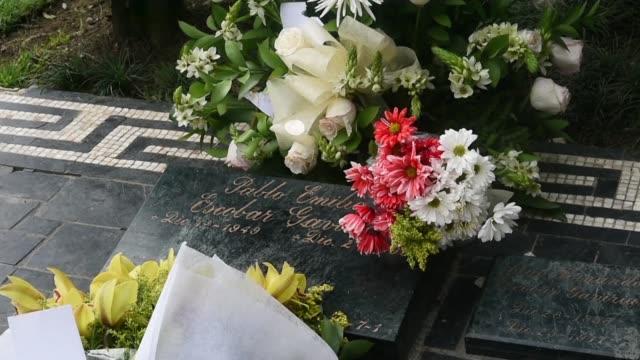 pablo escobar habia dicho a su familia que los mafiosos morian jovenes y nunca por causas naturales el capo colombiano tenia 44 anos cuando cayo en... - medellin colombia stock videos & royalty-free footage