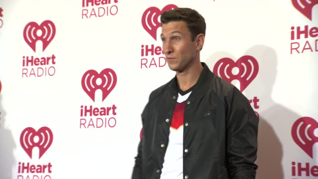 pablo schreiber at 2014 iheartradio music festival and village - day 2 at mgm grand on september 20, 2014 in las vegas, nevada. - パブロ シュライバー点の映像素材/bロール