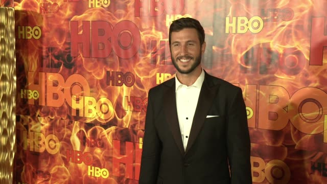 pablo schreiber at the 2015 hbo emmy after party at the plaza at the pacific design center on september 20, 2015 in los angeles, california. - パブロ シュライバー点の映像素材/bロール