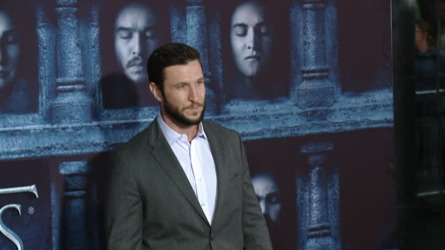 """pablo schreiber at the """"game of thrones - season 6"""" los angeles premiere at tcl chinese theatre on april 10, 2016 in hollywood, california. - パブロ シュライバー点の映像素材/bロール"""
