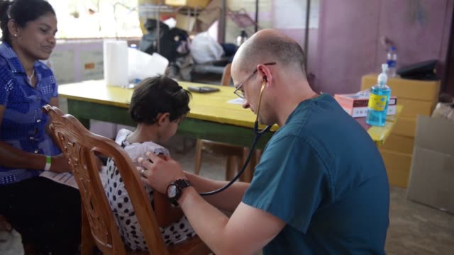 pacific angel 1804 service outreach centre in sri lanka provides medical care to the local community - proiezione evento pubblicitario video stock e b–roll