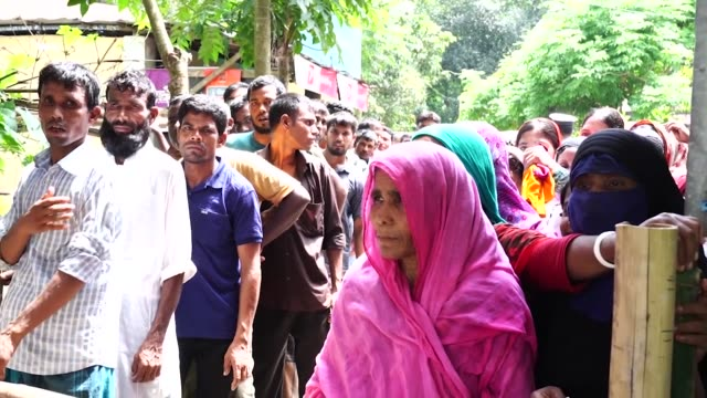 pacific angel 19-1 service outreach centre in rangpurt, bangladesh provides medical and humanitarian care to the local community. - pacific war stock-videos und b-roll-filmmaterial