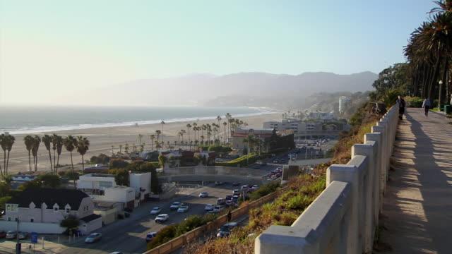 WS PAN HA Pacific Coast Highway along beach houses / Santa Monica, California, USA
