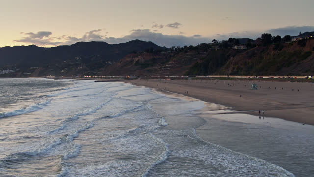 pacific coast highway between will rogers state beach and pacific palisades - malibu stock videos & royalty-free footage